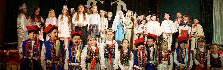 Jasełka pt. Zleciał z nieba biały aniołeczek w wykonaniu uczniów PSP z Czchowa